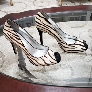 Size 81/2 M  Reposh calf hair Guess heels